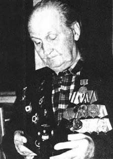 Главный конструктор Е. Соловьев с коллекционной камерой «ФТ-3»